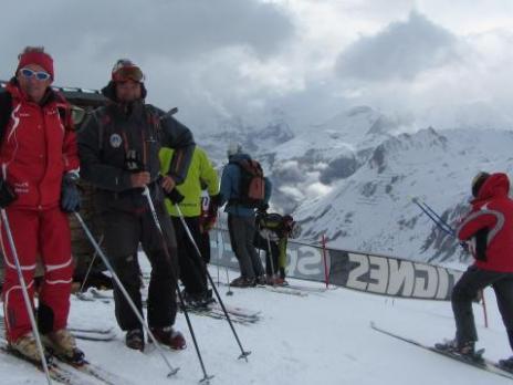 Gilles et Christian au départ 40ème championnat de ski UIAGM à Tignes