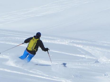 ski hors pistes poudreuse dans la face nord