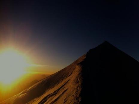 5.30 le soleil se lève sur le Mont Blanc.
