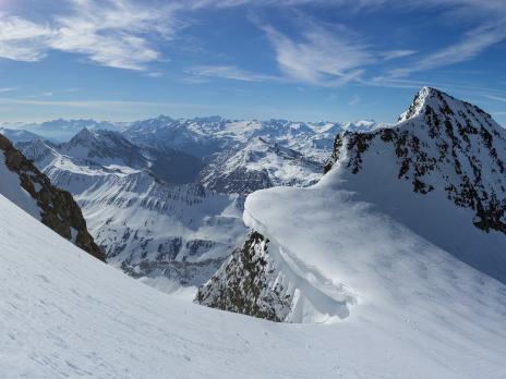 La superbe corniche au col entre Petite et Grande Aiguille des Glaciers.