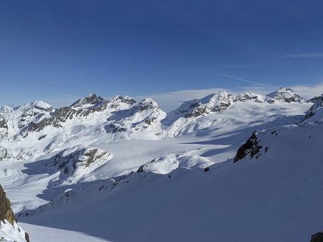Au col, vue sur l'Italie et le Glacier du Ruitor.