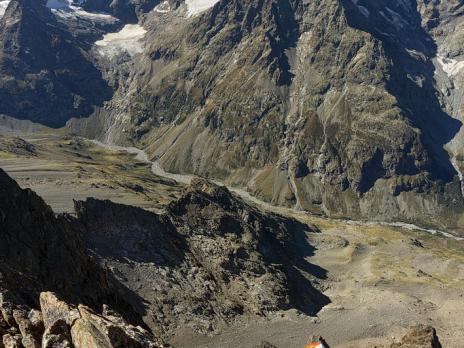 Sommet de la pointe Barbier : l'escalade est beaucoup plus facile qu'à la pointe du Faune mais le rocher est toujours excellent.