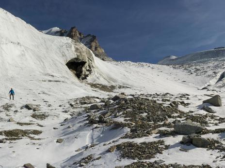école de cramponnage sur le bas du glacier de Laveciau