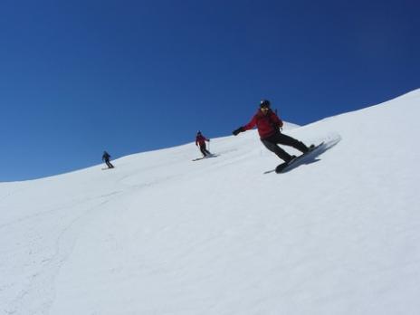 Hors piste en Vanoise  descente sur le refuge du Pourri