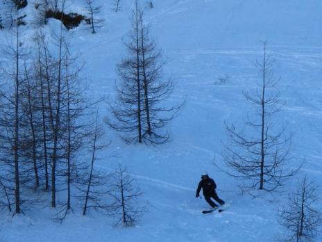 ski dans le bas du couloir - Peisey Nanacroix