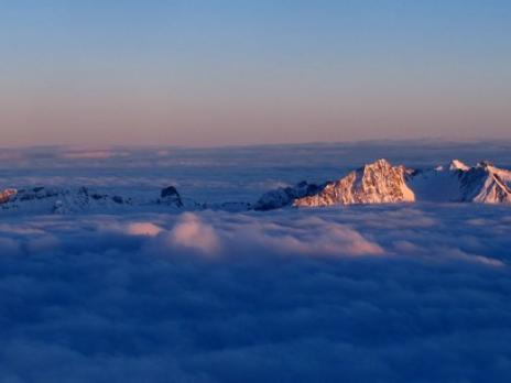 Levé du soleil sur le massif du Beaufortain