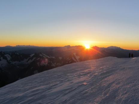 Le sommet du Mont Blanc, levé du soleil - Guide des Arcs