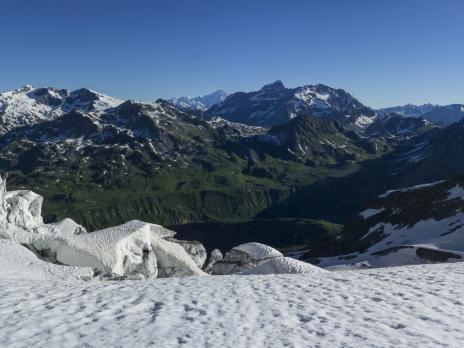 Les crevasses du glacier de l'épéna.