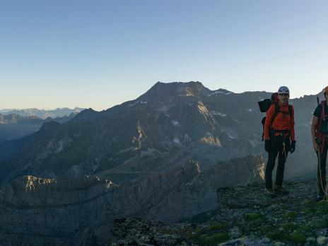 lever du jour dans la montée vers le col du Pelve