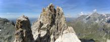 Vue du sommet du gendarme vers le sommet de l'Aliet et la partie déjà réalisée...